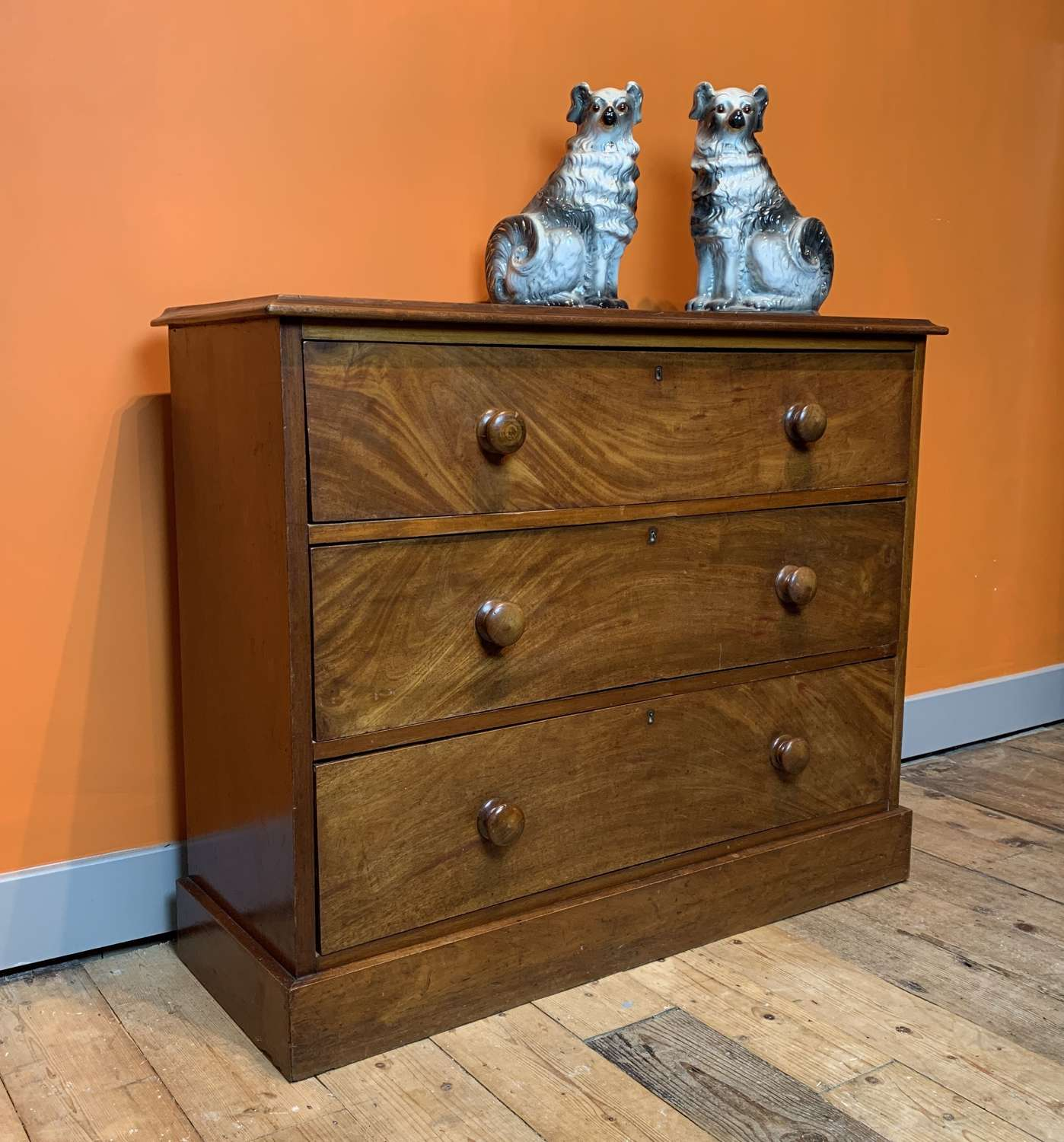 Compact Victorian Mahogany Chest of Drawers