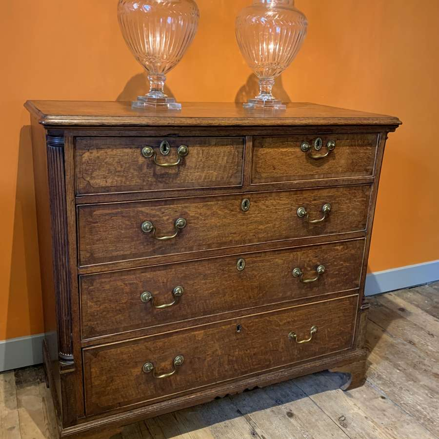 Georgian Cross-banded Oak Chest of Drawers with Column Corners